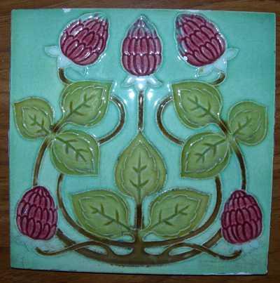 Manufactures Ceramiques d' Hemixem Gillot & Co., tegel met gestileerd plantenmotief, s.d., groen geglazuurd keramiek.