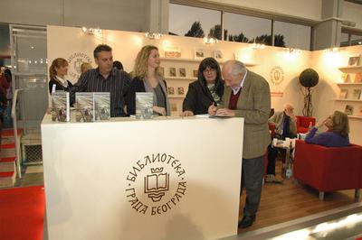 Драгослав Михајловић на Сајму књига 2010. године, штанд Библиотеке града Београда