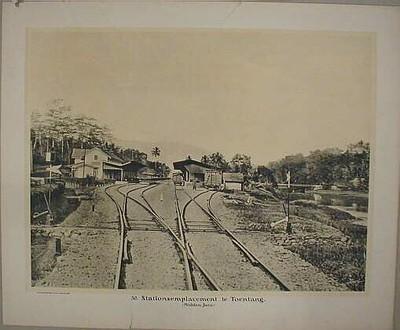 30. Stationsemplacement te Toentang (Midden-Java)