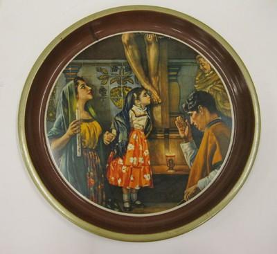 In de fabriek gemaakt dienblad met een in lakverf aangebrachte afbeelding van een spaans-mexicaans gezin (het blanke schoonheidsideaal). Deze bladen werden gemaakt als reclame en waren omstreeks 1960 zeer populair en werden vooral gebruikt als wanddecoratie.