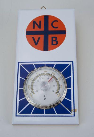 Tegel met thermometer. 'NCVB'