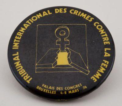 Button. 'Tribunal international des crimes contre la femme'