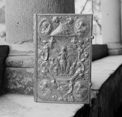 Binding cover of an altar gospel