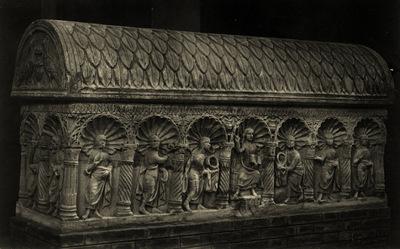 Ferrara, Chiesa di San Francesco, Sarcofago Ariosti-Fontana