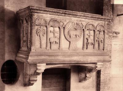 Padova, Basilica di Sant'Antonio, Chiostro della Magnolia, Sarcofago della famiglia Bebi