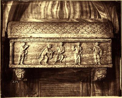 Ravenna, Chiesa di Santa Maria in Porto Fuori, Sarcofago di Pietro degli Onesti