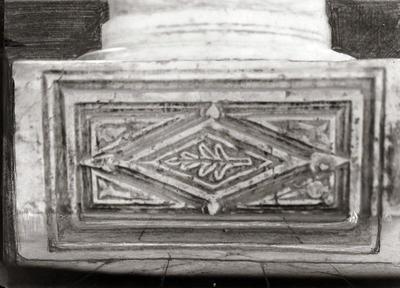 Ravenna, Basilica di Sant'Apollinare in Classe, Base di colonna