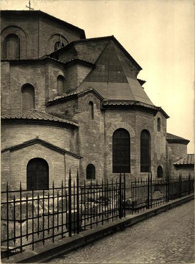 Ravenna, Basilica di San Vitale, Veduta esterna dell'abside durante i restauri