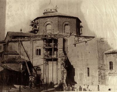 Ravenna, Basilica di San Vitale, Veduta esterna durante i restauri e la demolizione della Cappella del Santissimo Sacramento