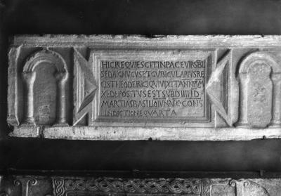 Ravenna, Museo Arcivescovile, Fronte del sarcofago di Seda