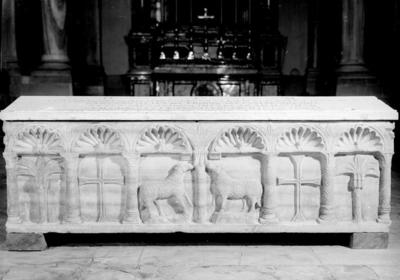 Ravenna, Museo Arcivescovile, Sarcofago a sei nicchie