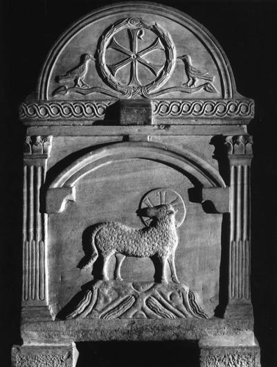 Ravenna, Basilica di Sant'Apollinare in Classe, Sarcofago a tre e quattro nicchie, fianco sinistro