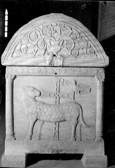 Ravenna, Basilica di Sant'Apollinare in Classe, Sarcofago degli agnelli, fianco destro