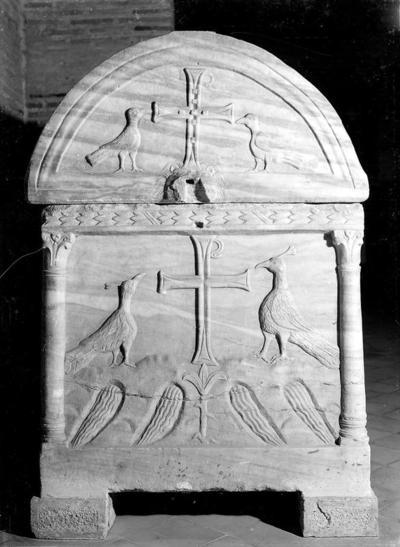 Ravenna, Basilica di Sant'Apollinare in Classe, Sarcofago degli agnelli, fianco sinistro
