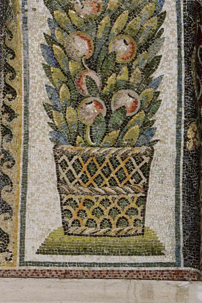 Ravenna, Mausoleo di Galla Placidia,Sottarco con cesti di foglie e frutta, particolare