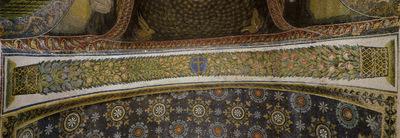 Ravenna, Mausoleo di Galla Placidia, Sottarco con cesti di foglie e frutta