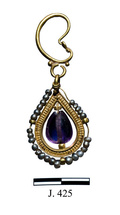 Department of Antiquities Republic of Cyprus: Gold drop-shaped earring (J. 425)
