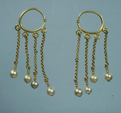 Department of Antiquities Republic of Cyprus: Pair of gold earrings (J 426)