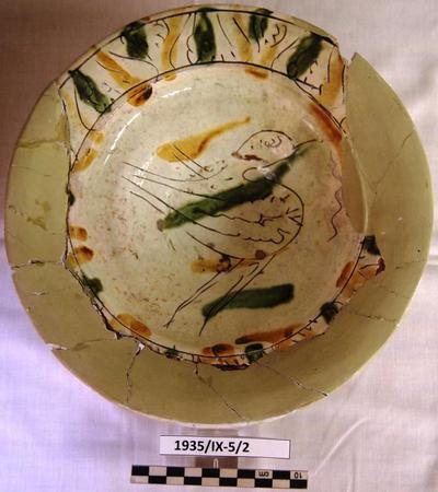 Cyprus Medieval Museum: Bowl (MM244, 1935/IX-5/2)