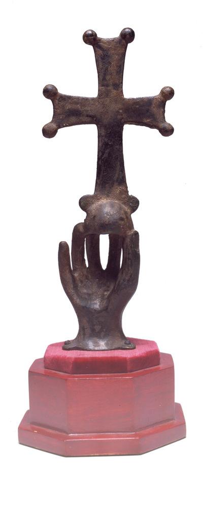 Μουσείο Ιεράς Μονής Κύκκου (Κύπρος): Ορειχάλκινη παλάμη βαστάζουσα σταυρό