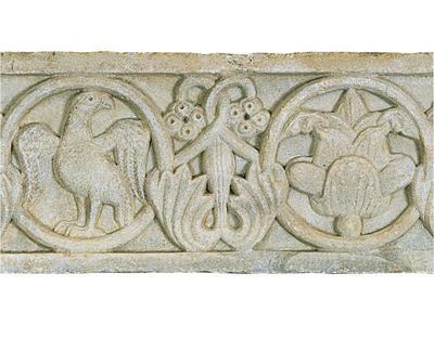 Μουσείο Ιεράς Μονής Κύκκου (Κύπρος): Μαρμάρινο παλαιοχριστιανικό ανάγλυφο (πιθανόν επιστυλίου), κοσμημένο με ελισσόμενο φυτικό διάκοσμο και κύκλους. (Δ 313)