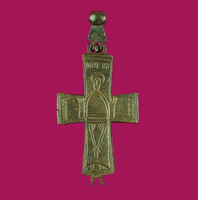 Μουσείο Ιεράς Μονής Κύκκου (Κύπρος): Χάλκινος, χυτός, επιστήθιος σταυρός-λειψανοθήκη. Απαρτίζεται από δύο αρθρωτά συμμετρικά κοίλα εσωτερικά μέρη που ενώνονται μεταξύ τους στις άκρες των κάθετων κεραιών. Στην πρόσοψη φέρει εγχάρακτη Θεοτόκο σε στάση δέησης με το συμπίλημα ΜΗΡ ΘΟΥ. (Δ 165)