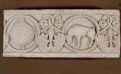 Μουσείο Ιεράς Μονής Κύκκου (Κύπρος): Μαρμάρινο παλαιοχριστιανικό ανάγλυφο (πιθανόν επιστυλίου), κοσμημένο με ελισσόμενο φυτικό διάκοσμο και κύκλους. (Δ 314)
