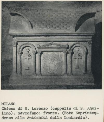 Milano. Chiesa di S. Lorenzo (cappella di S. Aquilino). Sarcofago: fronte. (Foto Soprintendenza alle Antichità della Lombardia)