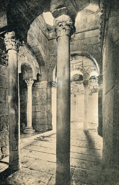 Interior de Capela de S. Frutuoso, Montelhos (Real) - Braga, Portugal