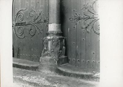 Arles (Francia): St. Trophime. Particolare del portale della facciata