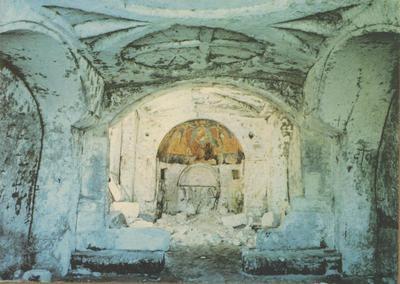 Matera: cripta rupestre di S. Maria della Croce. Interno (X sec.)