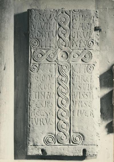 Monte Sorbo (Forlì). Pieve della S. Annunziata: lastra marmorea