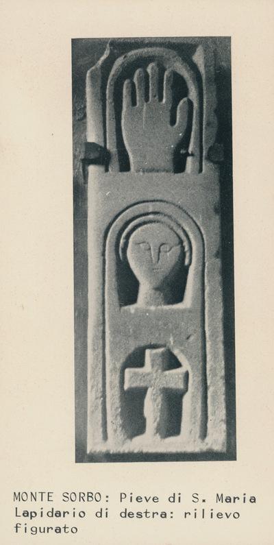 Monte Sorbo: Pieve di S. Maria. Lapidario di destra: rilievo figurato