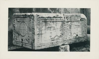 Istanbul: Museo di S. Sofia, sarcofago in marmo del Proconneso