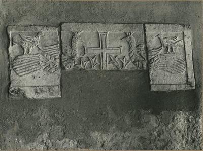 Parenzo (Jugoslavia): Museo Archeologico. Pluteo frammentario (Foto Harturig Köppermann - Monaco)