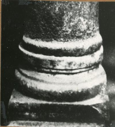 Albenga, Battistero: base di una colonna