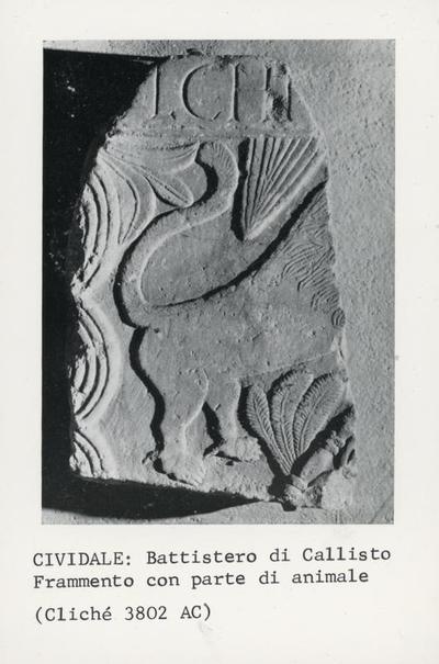 Cividale: Battistero di Callisto. Frammento con parte di animale