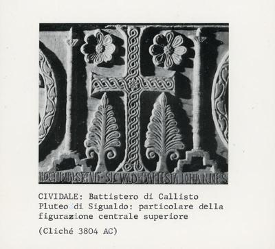 Cividale: Battistero di Callisto. Pluteo di Sigualdo: particolare della figurazione centrale superiore