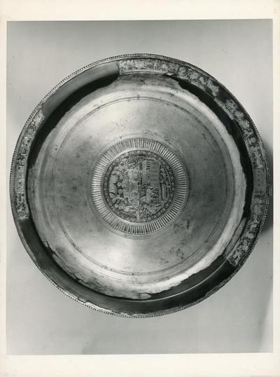 Cesena (Forlì): Biblioteca Malatestiana. Bacile d'argento con niello e parziali dorature