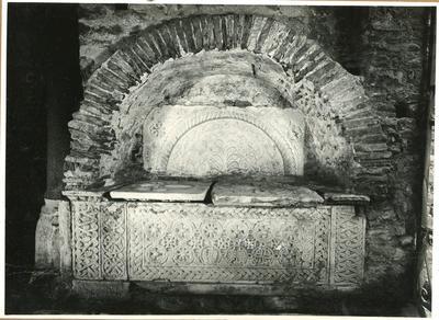Albenga. Tomba presso l'attuale ingresso al Battistero
