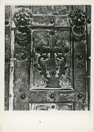 Amalfi: duomo. Particolare della porta