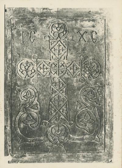 Roma, S. Paolo f.l.mura. Porta: formella con croce