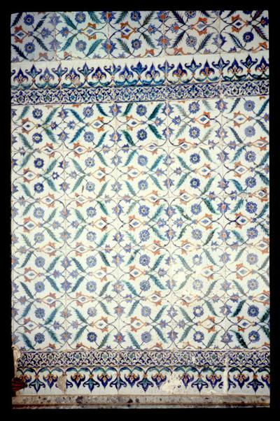 Turkey, Istanbul, Topkapı Palace, the Imperial Council (Dîvân-ı Hümâyûn), detail of the tiles decorating the interior