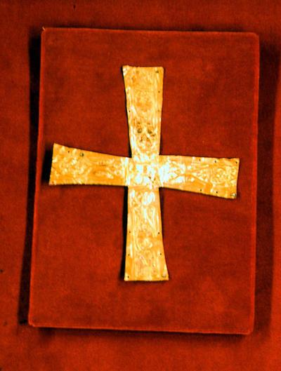 Paris, Musée National du Moyen Âge, gold leaf funerary cross (Lombard?)