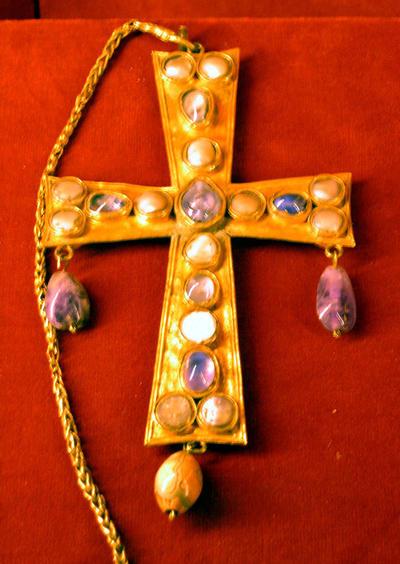 Paris, Musée National du Moyen Âge, visigothic treasure of Guarrazar (Spain)
