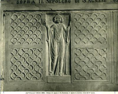 (Ed.ne Alinari) N.° 28525. Roma - Chiesa di S. Agnese in Via Nomentana. S. Agnese in orazione, rilievo del IV secolo