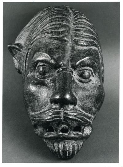 Private collection, bronze head of an anthropomorphic figure