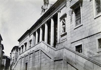 Fachada principal del Palacio del Cardenal Lorenzana.
