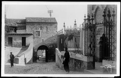 Toledo - Puerta de Valmardón desde la mezquita del Cristo de la Luz.