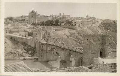 Toledo - Puente de San Martín e iglesia de San Juan de los Reyes.-.